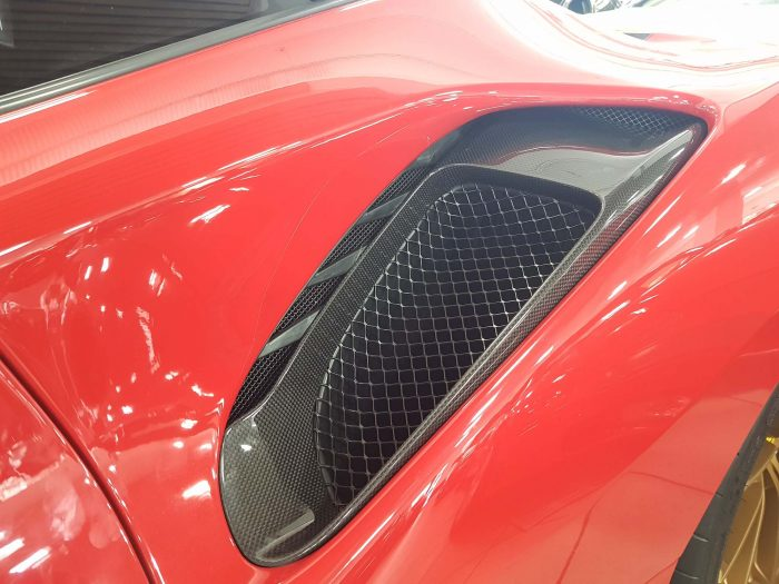 Ferrari 488 Pista prese aria laterali carbonio