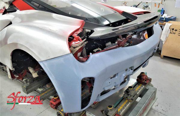 Ferrari 488 pista paraurti posteriore carbonio prova montaggio